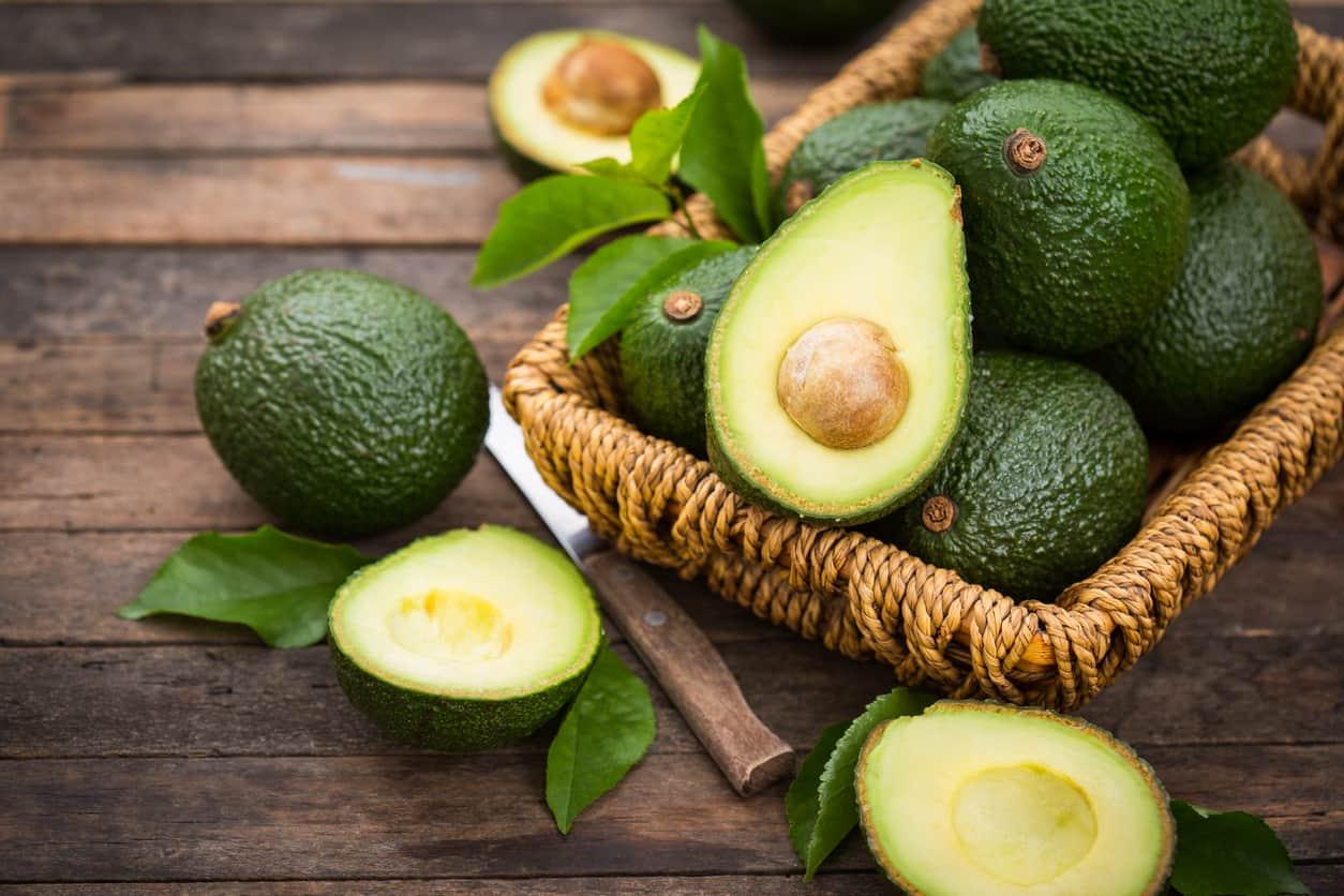 Recetas de ensaladas con aguacate: una fruta saludable y deliciosa